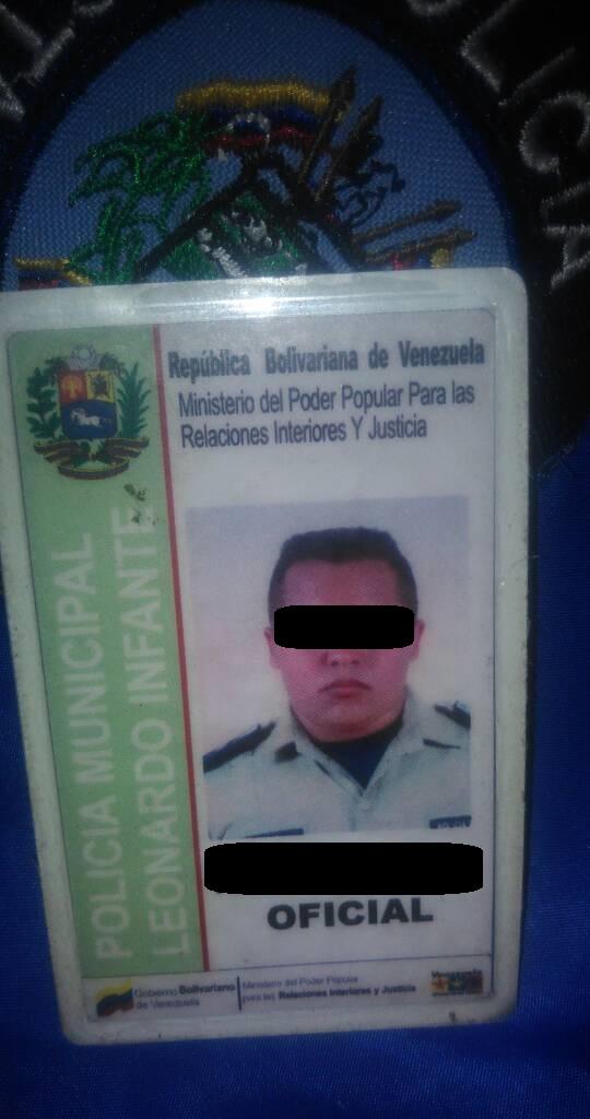 Portaba un carnet que lo acreditaba como funcionario de la Policía Municipal de Infante.