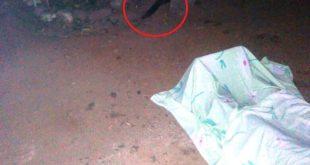 El cuerpo del hombre quedo tirado detrás de la vivienda junto al arma de fuego