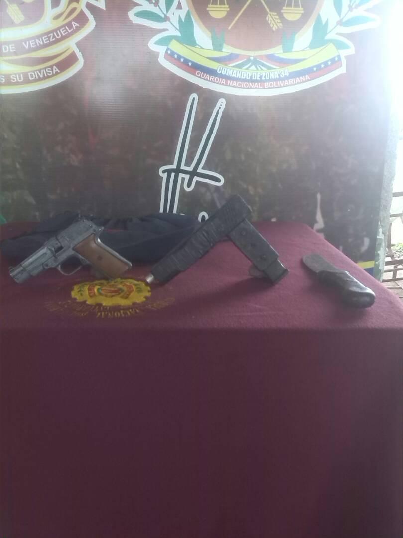 Armas incautadas en el procedimiento