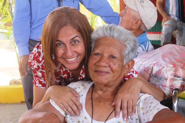 La alcaldesa Nidia Loreto vela por la salud de los adultos mayores