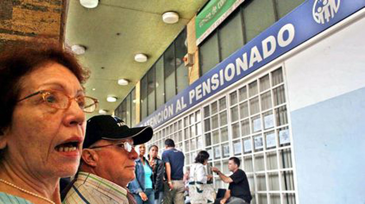Pensionados cobrarán el incremento de las pensiones a 392.646 bolívares,