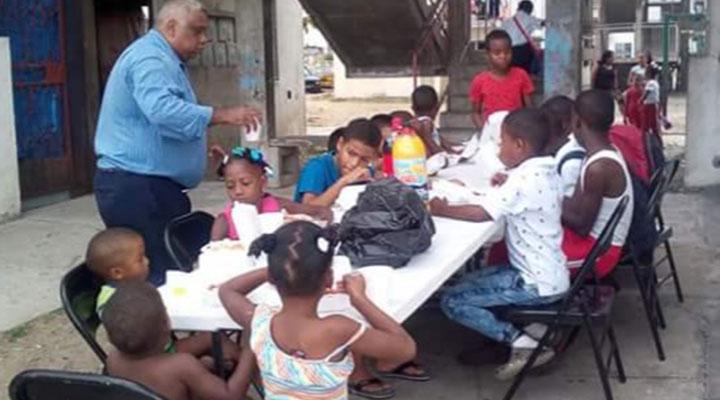 Grupo de Niños beneficiados por esta labor social