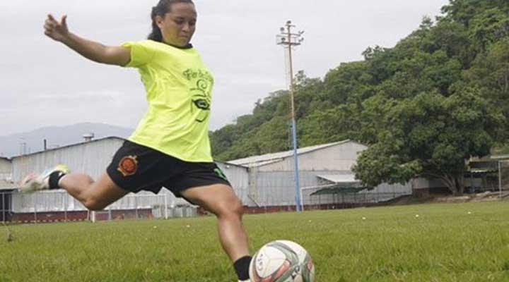 La futbolista venezolana Hernandez fue despedida por quedar embarazada