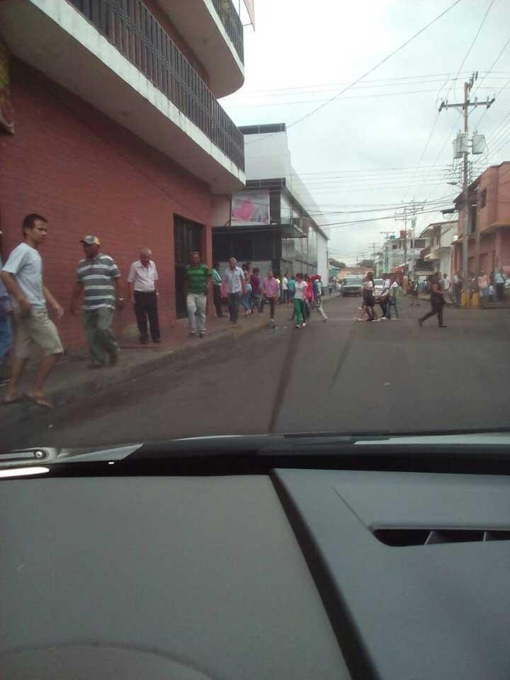 Muchas personas se abocaron al centro de Calabozo.