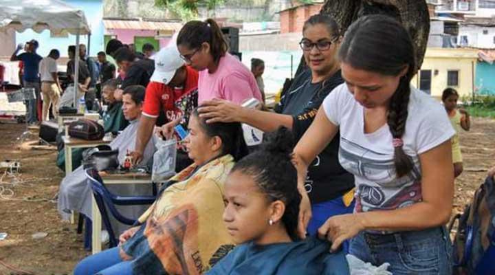 Muchos fueron atendidos con servicio se barberia y peluquería