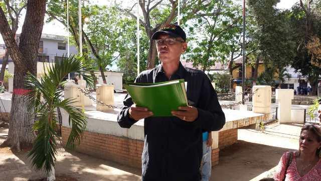 Hector Garcia, quien era uno de los organizadores de la concentración fue quien dio lectura al acta.