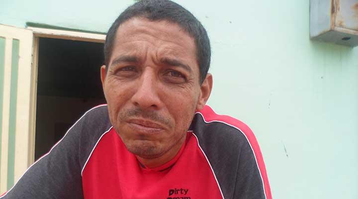 Manuel Hernández ante la necesidad de agua compre cada tambor en 200 bolívares