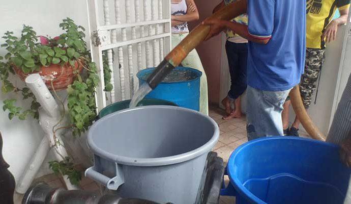 Repartieron agua gratuita