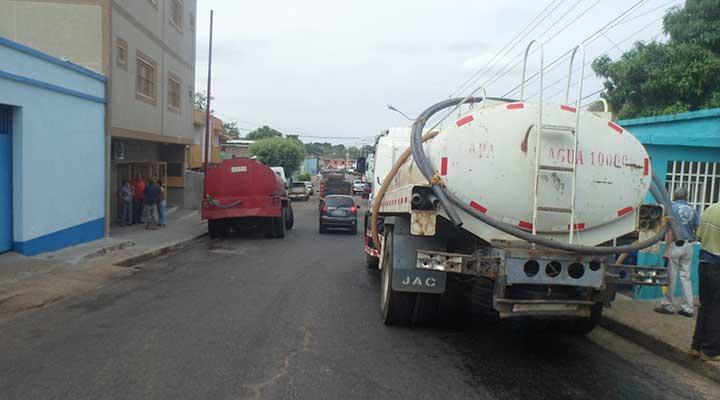 Residentes se amotinaron y recibieron cisternas de aguas