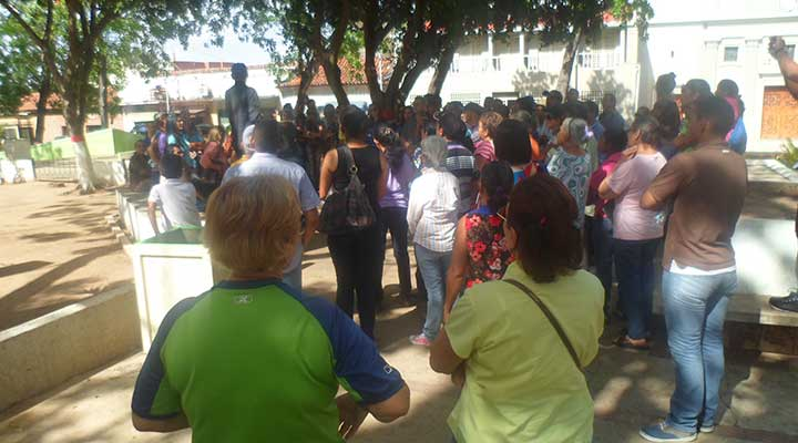 Habitantes del municipio Infante acudieron al llamado de concentración por la falta de agua.