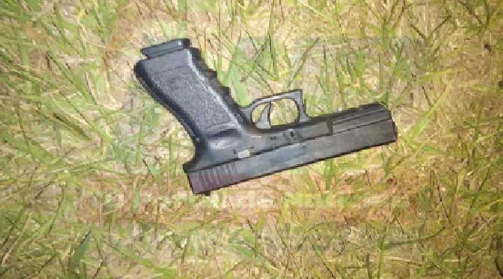 Pistola, marca glock 17, de color negro, calibre 9 milímetros, colectada en el lugar.