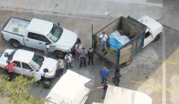 Los nueve cadáveres fueron localizados dentro de un camión Ford.