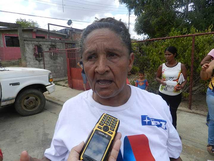 """Milagros Diaz """"tenemos desde hace tres días esperando el material del Microcrédito Empanadero y ahora nos salen con tres kilos de harina"""""""