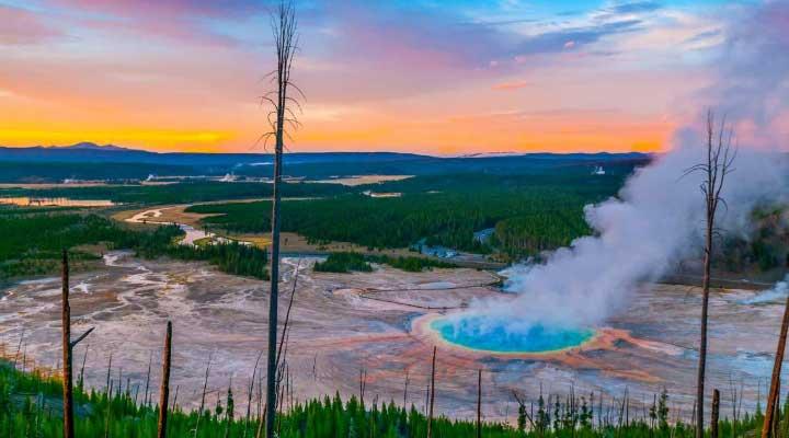 Un destino turístico impresionante es el parque Yellostone en Estados Unidos.