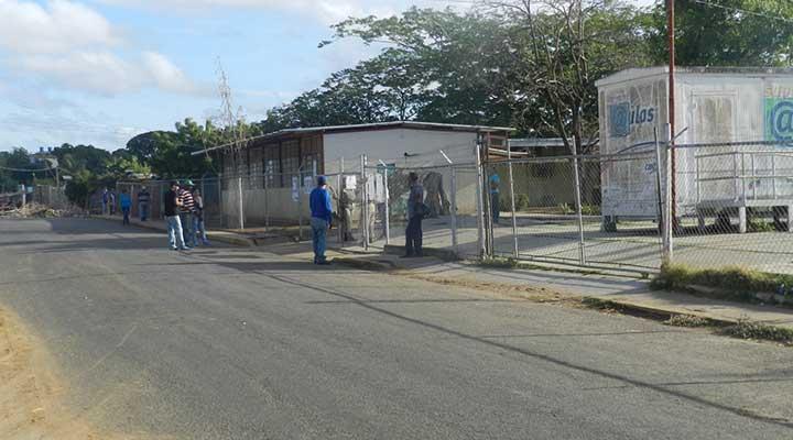 Escuela Bolivariana 12 de octubre .