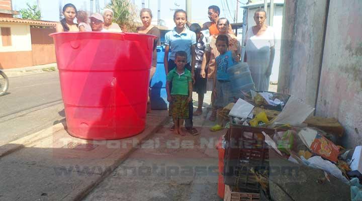 Vecinos protestaron ante la falta del vital líquido