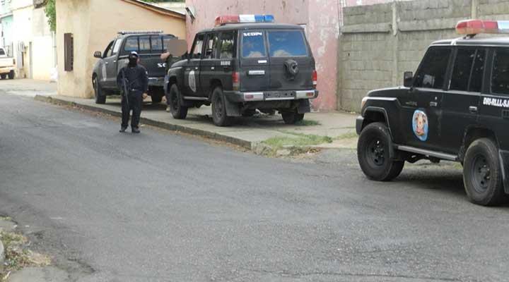 Fuerte movimiento policial llego a la calle Deleite cruce con Bolivar