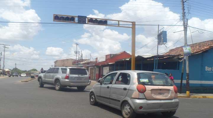 El semáforo de la calle Real con Av. Libertador también presenta fallas.
