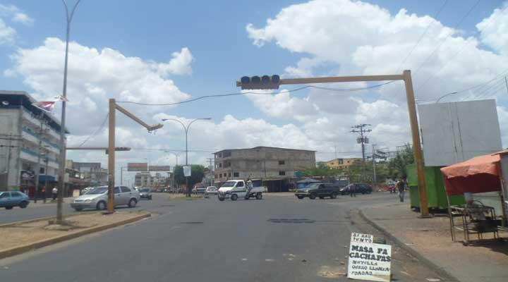 Semaforo que se encuentra en la esquina de la Av. Romulo Gallegos cruce con Av. Manapire presenta fallas.