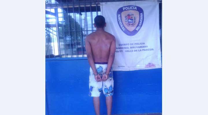 Hombre fue capturado por azote y presentar solicitud.