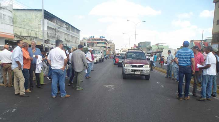 Frente Amplio protesto en la avenida Rómulo Gallego
