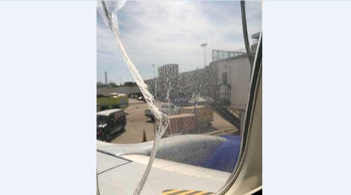La empresa traslado logro aterrizar y pasar los pasajeros a otra avión
