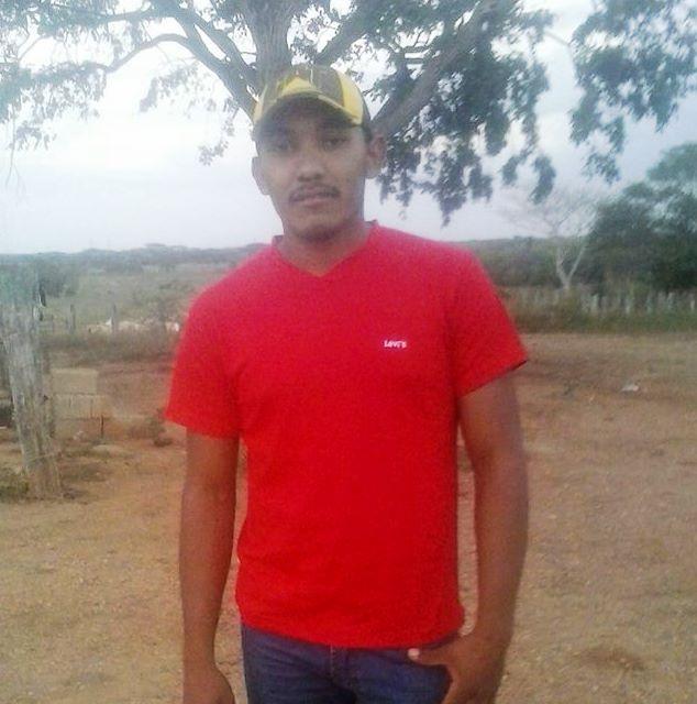 Olivares Luces Ricardo Enrique de 21 años, fue asesinado por sujetos desconocidos en la finca La Guacamaya.