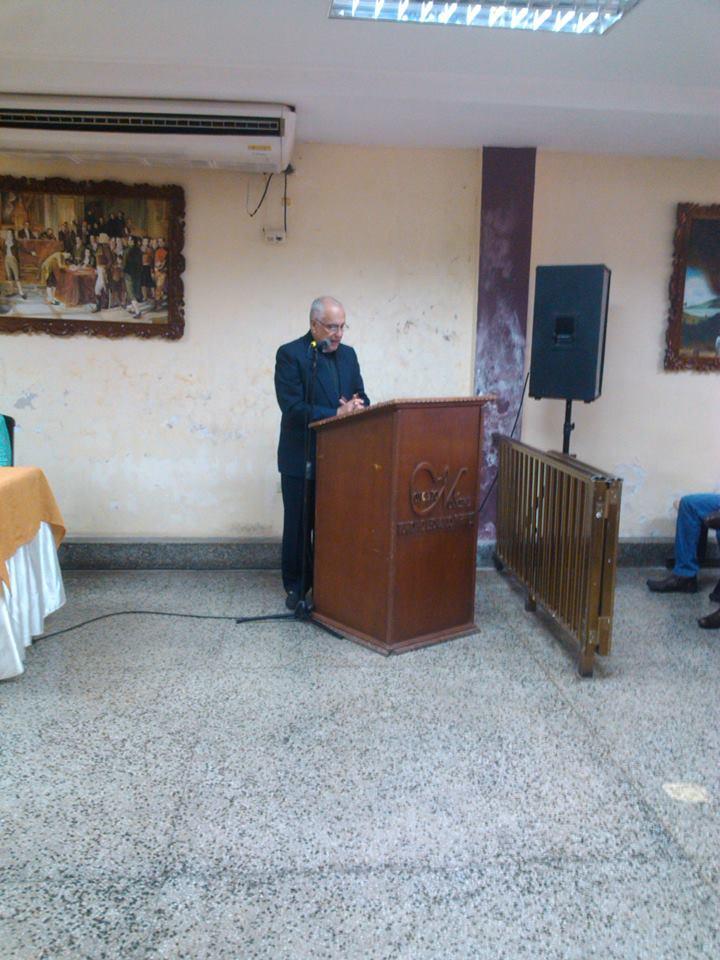 El Abog. Saul Ron fue el orador de orden.