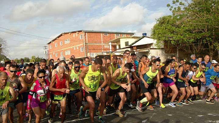 Salida de la Carrera Eco Running 10K en Valle de la Pascua.Foto Freddy Arveláez.jpg