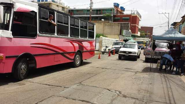 Dos unidades junto al conductor y colector fueron retenidos por el Iapatmi por cobrar 5.000 bs