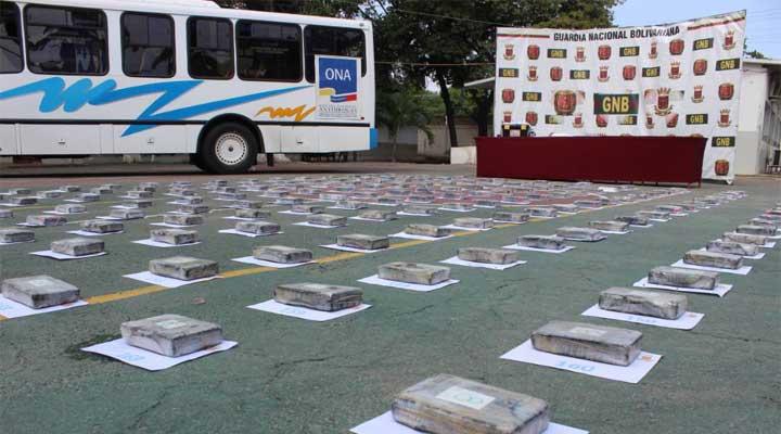 La droga fue encontrada en unos autobuses, escondidos en compartimientos secretos.