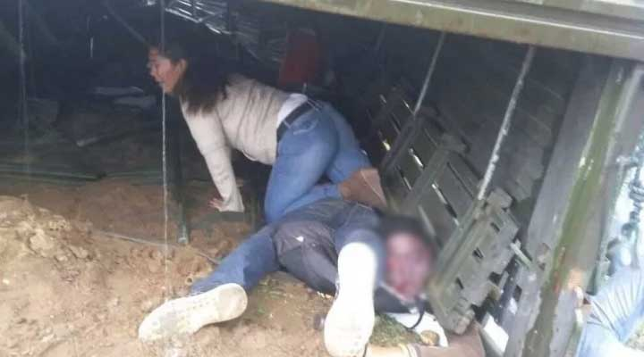 Los dos fallecidos y algunos heridos quedaron atrapados.