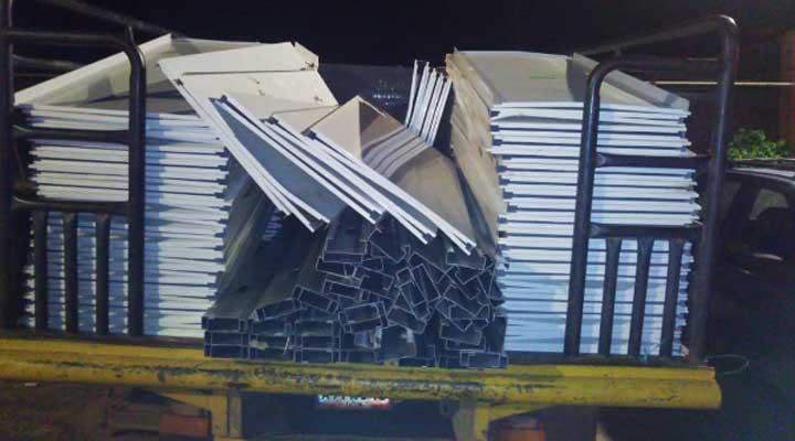 ciento cincuenta (150) laminas aceradas y cuarenta (40) tubos de acero inoxidable para marco de puertas