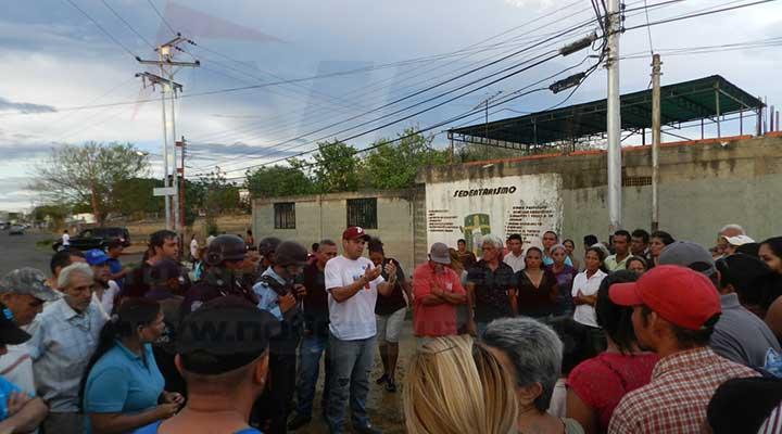 Representante de la alcaldía se presento en el lugar y dialogó con los presentes
