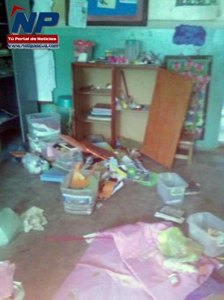Destrozaron el salón de preescolar de la escuela de Corozal.