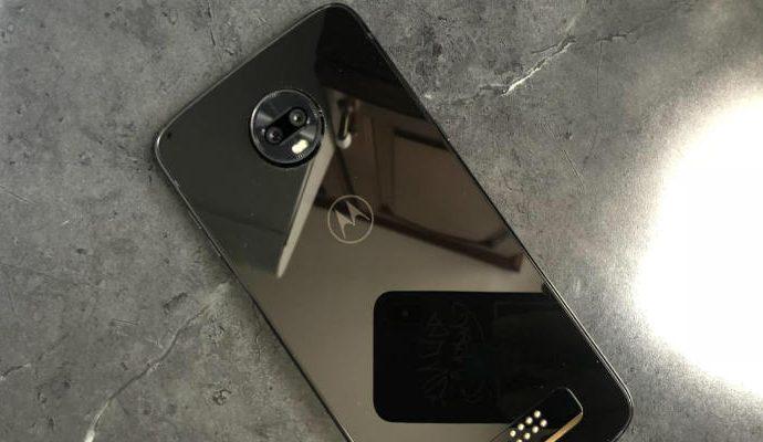 El Moto Z3 Play es un smartphone delicado y liviano