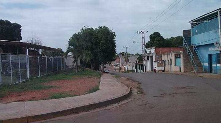 La calle Los Tulipanes inicia en la avenida Las Industrias.