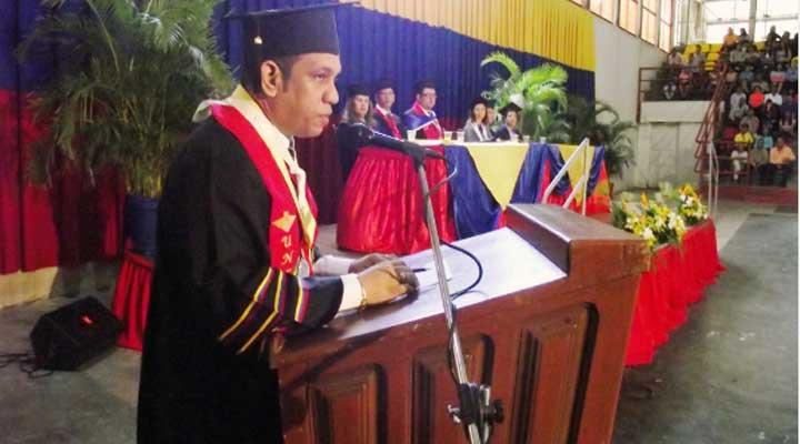 Emmanuel Guevara felicitó a los graduandos por la meta alcanzada
