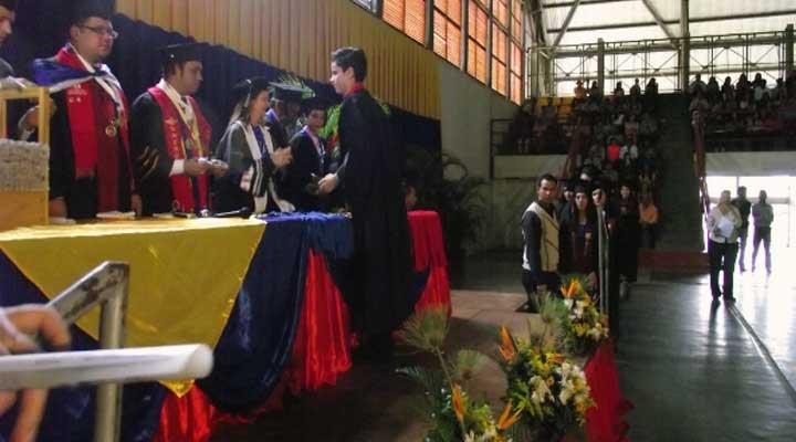 Nuevos profesionales del país recibieron sus títulos en el IUTLL