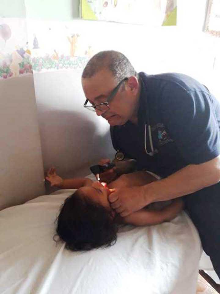 El Dr. Manuel Rios estuvo acompañado por los estudiante de 4to año de medicina de la Unerg