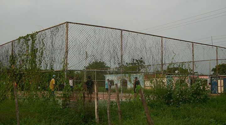 La cancha deportiva de Lirios del Valle requiere mantenimiiento (1)