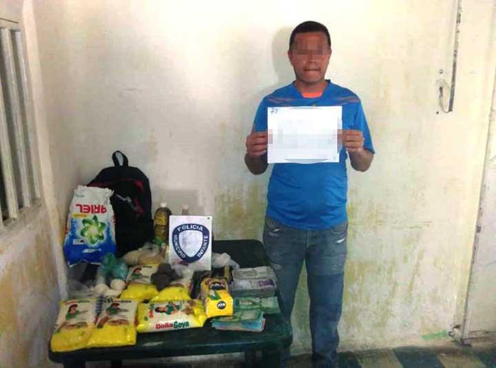 El hombre fue capturado con la mercancía.