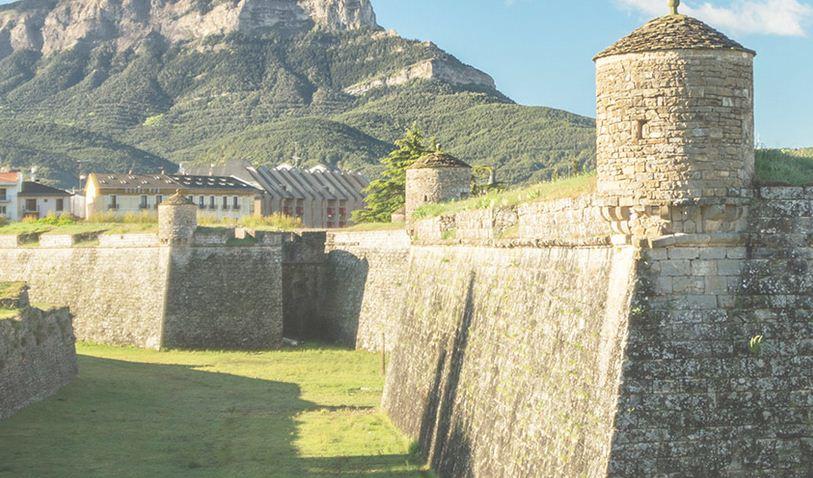 Catedral de jaca en el paso por Aragón