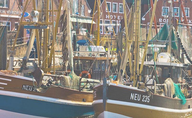 los barcos sirven de transporte en estas islas lejanas del mar de Frisias