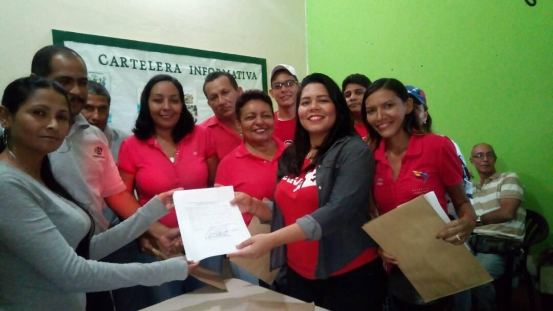 Los candidatos acompañados de la alcaldesa del municipio. Foto: Victor Hernandez.