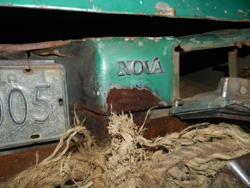 El vehiculo marca Chevrolet, modelo Chevy Nova, año 1998, color Verde, placas AKO05 quedo totalmente destrozado.