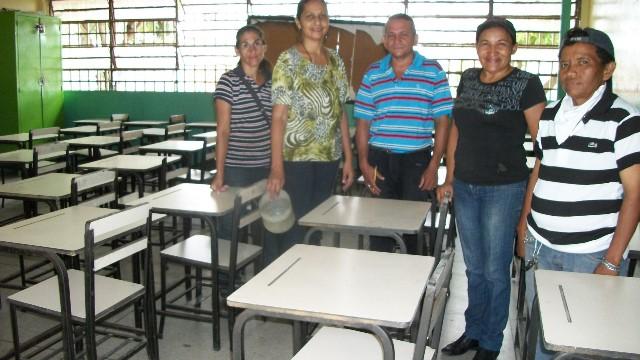 foto 2.-Las aulas de clases se acondicionan para recibir al alumnado