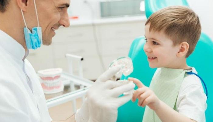 Los odontopediatras se encuentran especializados en brindarcuidados, preventivos y curativosa los niños desde la infancia