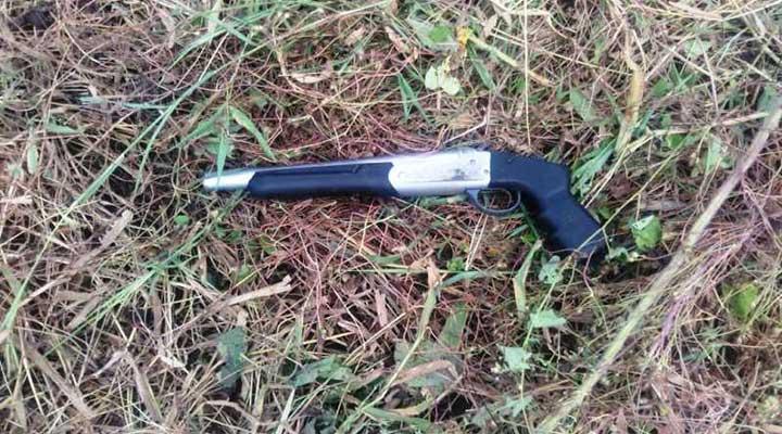 Escopeta utilizada por el supuesto violador.