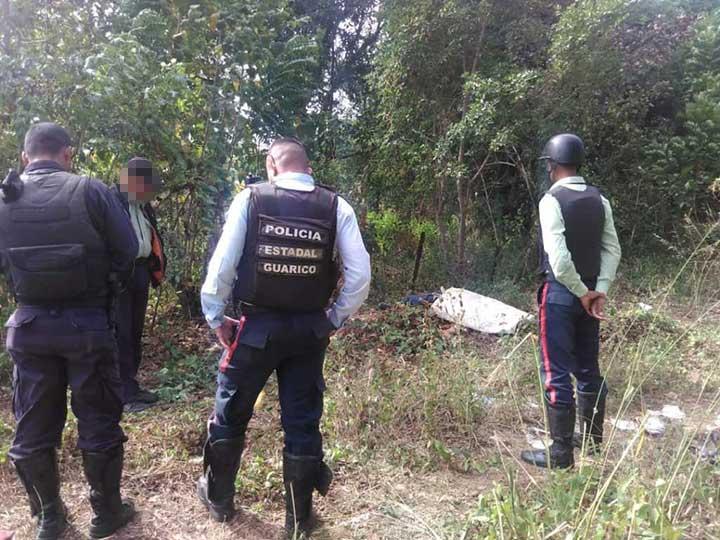 Funcionares policiales llegaron al sitio y protegieron las evidencias.